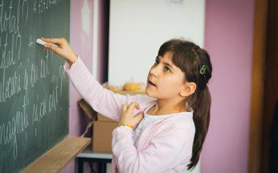 """United Way România continuă eforturile de prevenire a abandonului școlar, prin programul """"Educația – centrul schimbării în comunitate"""""""