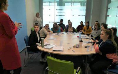 Peste 180 de copii și 40 de tineri defavorizați își continuă educația datorită sprijinului KRUK România, în parteneriat cu Fundația United Way